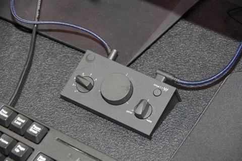 「SHIDO:002」は手元でプリセットのイコライザーやマイク音量、7.1chの設定を変えられる