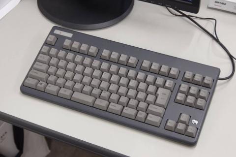 東京ゲームショウ特設サイトの編集部でもREALFORCEなど自前のキーボードをプレスルームに持ち込んでいる人は少なくない