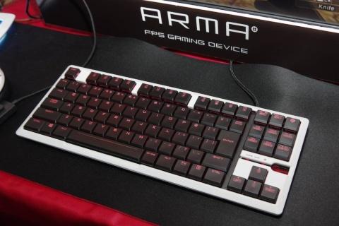 エレコムは新たなゲーミング周辺機器向けブランド「ARMA」で、キーボードほかマウスやヘッドセットなど多様な製品を販売する