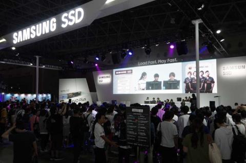 一般公開日のSamsung SSDブースは「Samsung SSD×DETONATORブース」としてDeToNatorがジャック