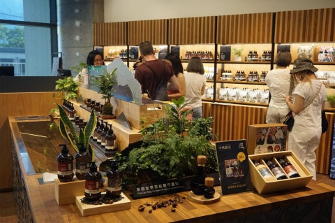 誠品生活のテナントになった「茶籽堂」。お茶の実を使ったソープ類が人気で、expoの第3段階に到達した