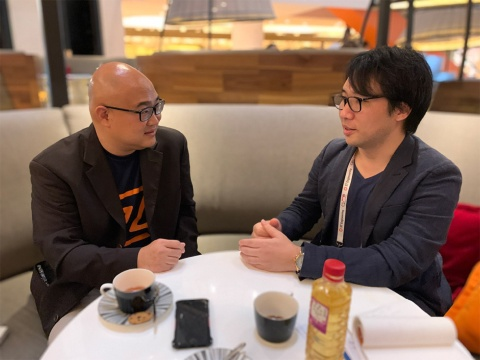 写真左がモビリティXのコリン・リムCEO、右がMaaS Tech Japanの日高洋祐社長。リム氏はシンガポール運輸省からキャリアをスタートし、IBMでITS(高度道路交通システム)ビジネスの立ち上げを経験。その後、シンガポールのLTA (Land Transport Authority:陸上交通庁)に移り、SMRTコーポレーション子会社の社長を経て、モビリティXを設立した