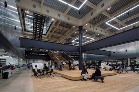 ヤマハ発動機のクリエイティブ本部は、壁のない独特の空間が広がる。写真は2017年開設当時のもの(写真提供/ヤマハ発動機)