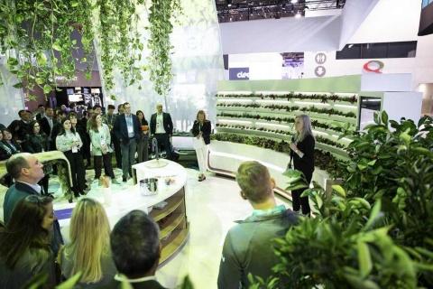 CES 2020のGEアプライアンスのブース。家庭で発生した生ごみを利用して野菜や植物を育てる循環型の次世代キッチンを提案した