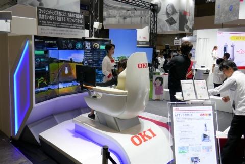 操縦席からロボットの周囲の状況を的確に把握できる