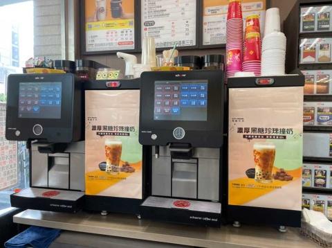 台湾セブン―イレブンの店内に設置されたコーヒーメーカー