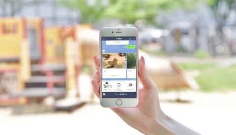 福岡市のLINE公式アカウントでは、全国に先駆けた取り組みが進む。写真は2019年6月から実装された道路・河川・公園などの不具合を、友だち登録したユーザーがLINEで簡単に通報できる機能