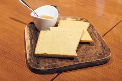 遠藤氏が紹介する、古代メソポタミアの文明を象徴するビールを使ったパン