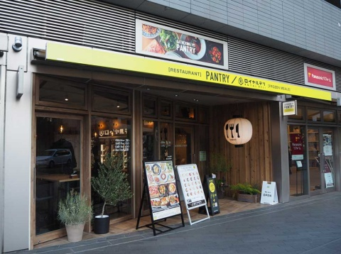 東京・日本橋馬喰町の1号店に続く2店目となる完全キャッシュレスの実験店「GATHERING TABLE PANTRY 二子玉川」。楽天本社のすぐそばに位置している