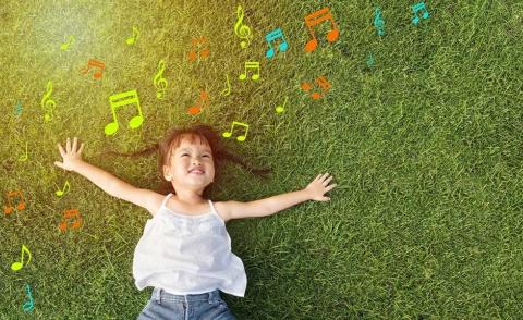 今必要なのは「みんなで楽しめる楽曲」ではなく、「一人ひとりに寄り添う楽曲」(写真提供/Shutterstock)