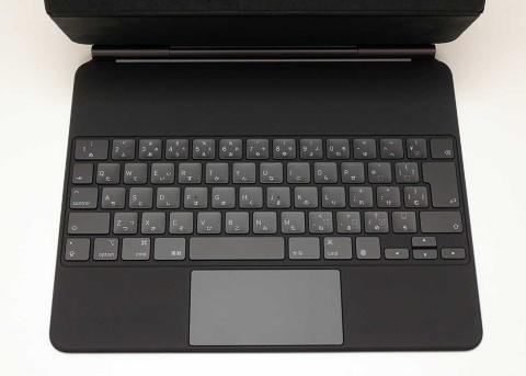 キーピッチを十分に取ったフルサイズのキーボードを搭載