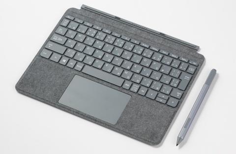キーボード兼カバーとペンはオプション