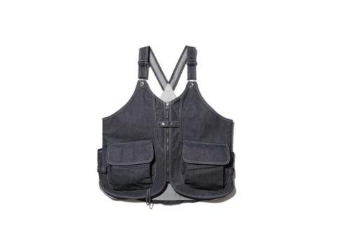 20年秋シーズンよりリニューアルした「TAKIBI Denim Vest」。写真のインディゴとブラックの2色展開。3万7400円