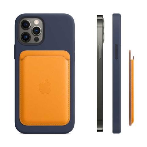 MagSafe対応のアップル純正アクセサリー「レザーウォレット」は、Suicaや様々なカードの収納に便利。MagSafe対応iPhoneケースの上から装着できる