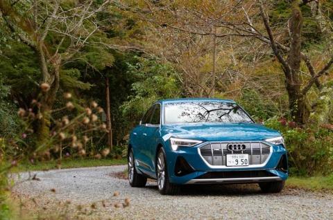 アウディ初のEV、Audi e-tron Sportback 1st edition(アウディ e-tron スポーツバック ファーストエディション)。価格はサイドミラーにカメラを使用するバーチャルエクステリアミラー仕様で税込み1346万円