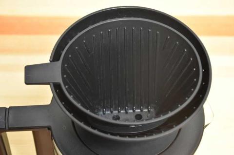こちらは1~3杯取り用のドリッパー。4~6杯取り用に重ねて使うのがユニーク