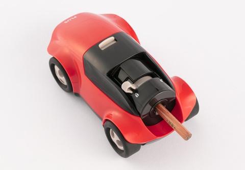 """子供が好きな""""速さ""""と""""未来的""""をコンセプトにしたというデザイン。握りやすい実用性も備えている"""