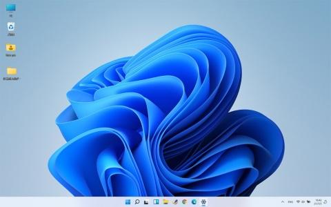 Windows 10から雰囲気ががらりと変わったデスクトップ。これまでタスクバー(画面下のバー)の左端にあったスタートボタンは中央に移動した。設定を変えて左端にすることもできる