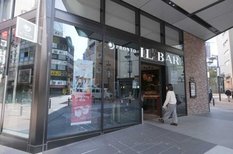 「PRONTO IL BAR 渋谷フクラス店」(東京・渋谷)。立ち飲みスペースも含め平日は朝7時から営業している