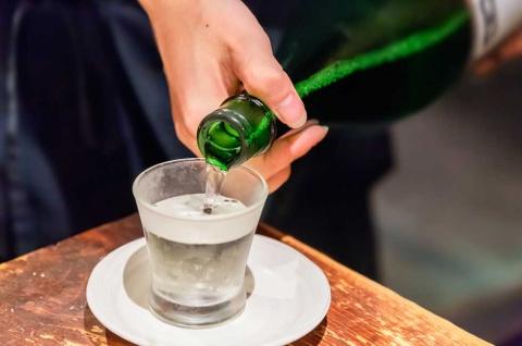 アルコール離れの世相の中で、日本酒ファンを増やすには? 老舗酒蔵のプロジェクトが始まった(写真/ShutterStock)