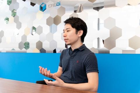 メーカーの発注データを元に製造に必要な工程を自動で割り出し、最適な工場に依頼できるアルゴリズムを開発。産業界から注目を集めているキャディ(東京・台東)の加藤勇志郎社長。東京大学卒業後、マッキンゼーアンドカンパニーで史上最年少でマネージャーを務め、2017年に創業