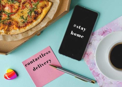 外出自粛が続く中、コンタクトレスのフードデリバリーが代表するように、食分野のビジネスも大きく様変わりしていく(写真/Shutterstock)