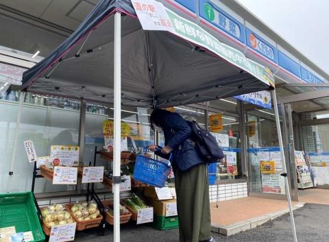 外出自粛が広がる中で日本の食を守る取り組みとして「道の駅ましこ」(栃木県益子町)の青果物を横浜市や川崎市のローソン5店舗で販売した