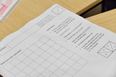 前述した工学部の実践的講座「デザイン基礎」のテキスト。講義も資料も、すべて英語で統一されている
