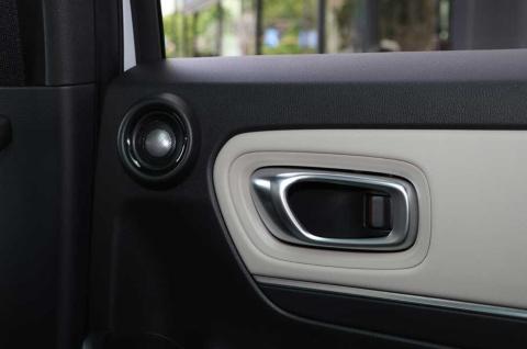 後席の横にもスピーカーがあり、音響面も充実(写真提供/ホンダ)
