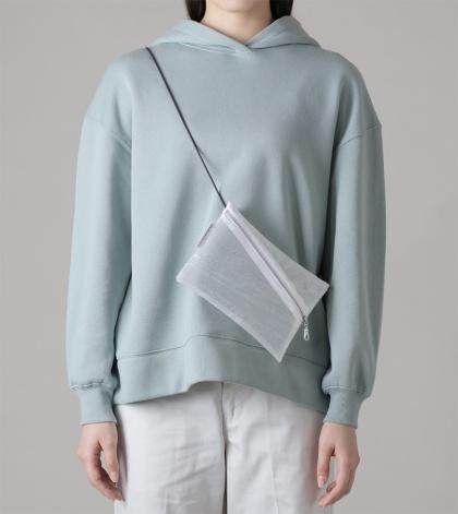 「サコッシュバッグ」(8000円)。現時点ではカラーはホワイトとクリアのみ