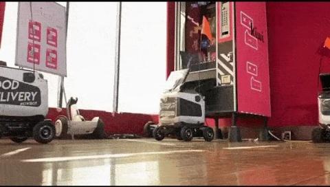 自販機からロボットに荷物を入れられる(出所/Kiwibotの公式動画)