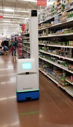ウォルマートが導入している在庫確認ロボット(撮影/シリコンバレー支局)