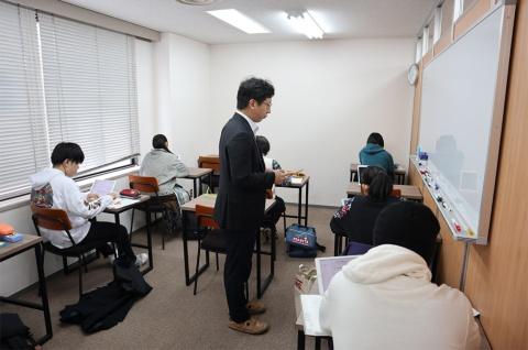 城南予備校DUOではAI教材「atama+」を活用した個別指導を実践している