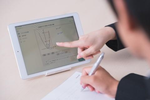 城南進学研究社はAI教材を導入。教育のDXを推進している