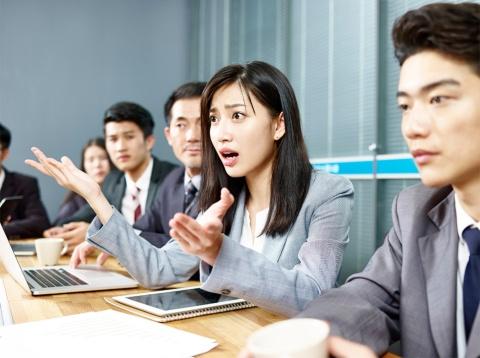 英語の会議で異議を唱えるのは難しいと考える日本人は少なくない(画像/Shtterstock)