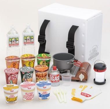 日清食品は、災害時に使える調理器具とカップ麺をセットにした防災用サブスク商品を開発。3カ月ごとに新しいカップ麺が送られてくる