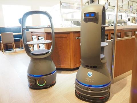 東京・世田谷の「THE GALLEY SEAFOOD & GRILL by MIKASA KAIKAN」が導入した配膳ロボット
