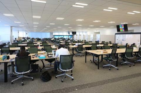 8月時点のぐるなびのオフィス。面積はフリーアドレスのスペースが多くを占め、共有スペースは少ない