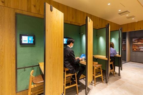 「SMART LOUNGE」内の半個室のブース席。電話やビデオ会議の利用も可能。40分単位で予約できる