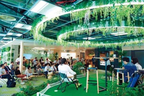 「CROSSING Park」では、イベントなどが行える。フロアを越えた出会いの場だ(写真提供/三井不動産)