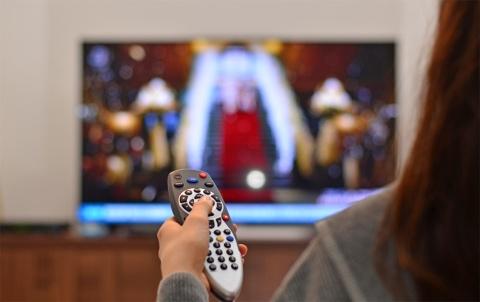 現在でもテレビCMは強い影響力を持っているが、ネット広告やモバイル広告の市場が拡大している(写真/Shutterstock)