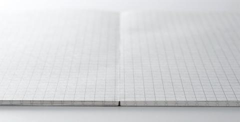1ページ目から最終ページまでどのページを開いてもノートのセンター部分は盛り上がらず水平なので文字も線や図形もストレスなく書ける