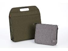 左がコクヨの「フリーアドレスバッグ」で4280円(税込み)、右が「テレワークバッグ」で2990円(税込み)
