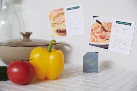 レシピブックにスクラップしてあるカードを、料理のときだけキッチンの壁に張り出すといった使い方もできる