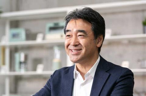 カインズの土屋裕雅会長は1966年生まれ。90年に早稲田大学商学部卒業後、野村証券入社。96年にいせや(現ベイシア)入社、98年カインズ取締役就任、2000年同常務取締役、02年に同代表取締役社長となり、19年3月より現職