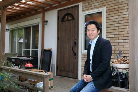 今年に入って移住した軽井沢の自宅から。ワーケーションを自ら実践し、新プロジェクトも計画中だ