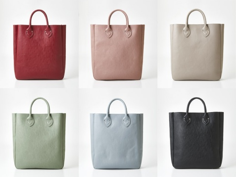 「カラーを楽しむ 大きな内ポケット付きビッグトートバッグ」。職場でも違和感のない落ち着いたトーンの見た目。全7色で発売(写真の6色のほかにイエローがある。一部品薄でオンライン販売を中止している)。5200円