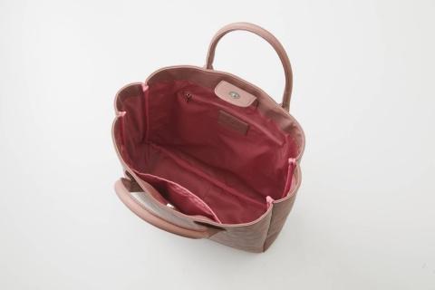 ビッグトートバッグの内側は明るい色合い(写真はピンク)