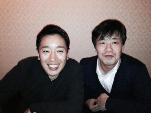 大学時代の恩師である忽那憲治先生(写真右)とは社会人になった後も交流を継続(左が本人)