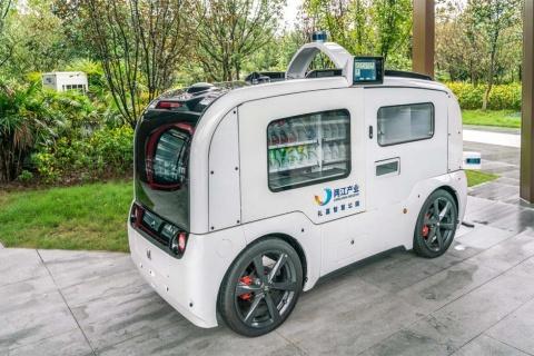 中国でテストされている自動運転の物流対応車のイメージ(写真/Shutterstock)